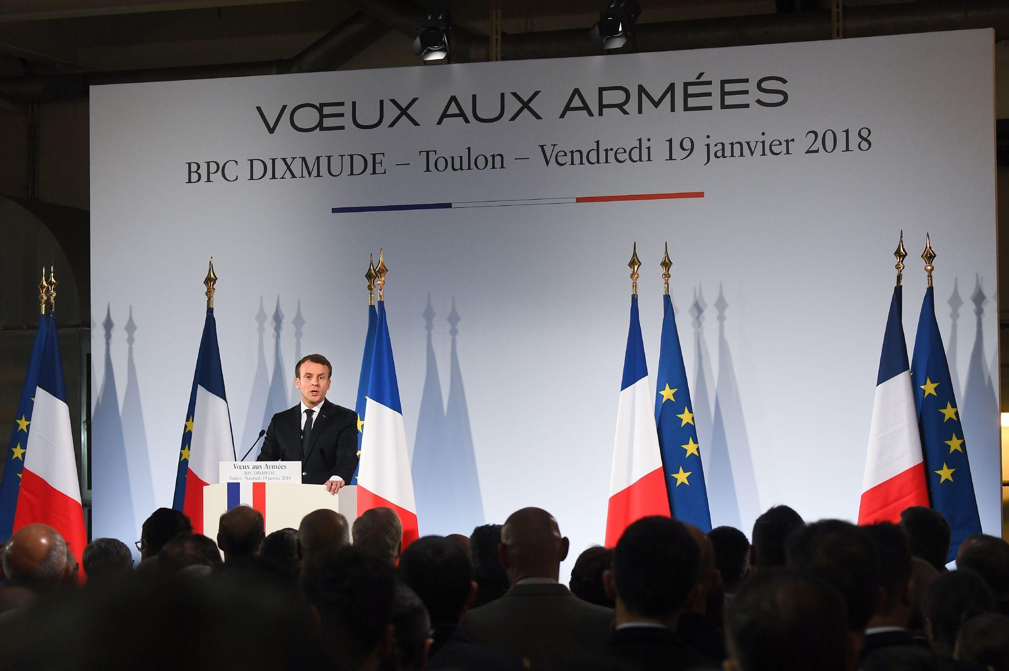 Un Rapport Denonce Le Cout Trop Eleve Du Service National Universel