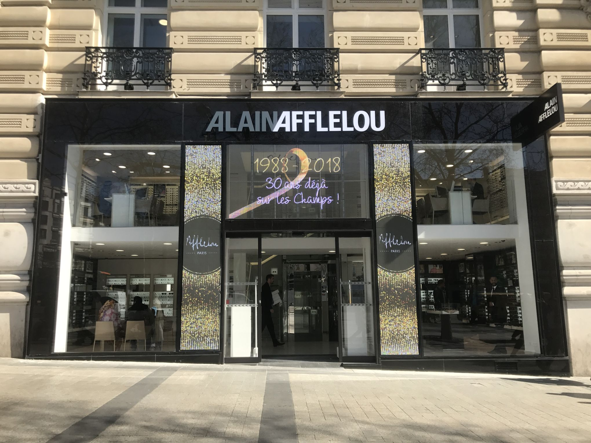 a9c989828e Afflelou ouvre un salon VIP dans son magasin des Champs-Élysées