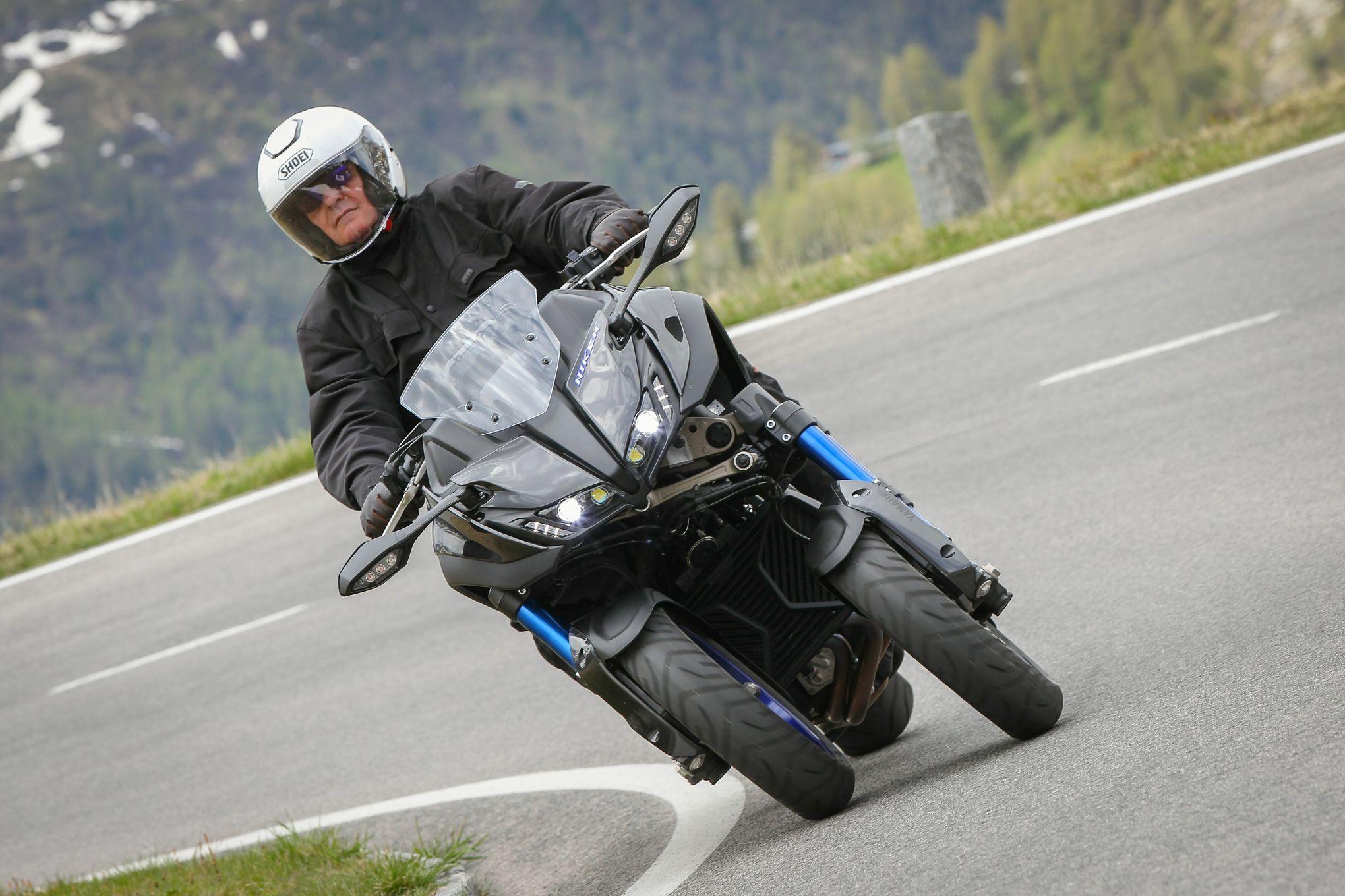 Yamaha Niken Deux Sabres Pour Le Samouraï De La Route