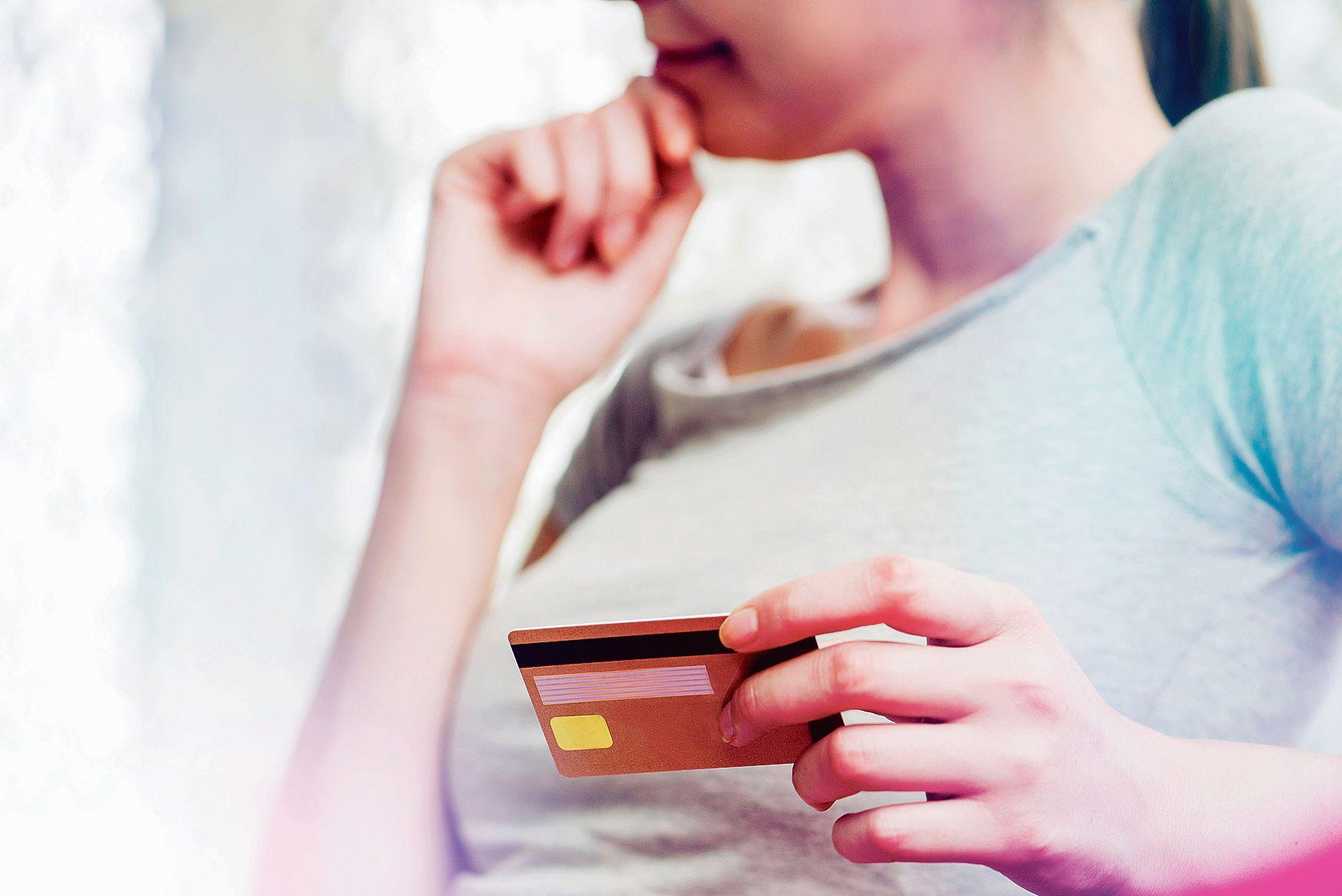 60 millions de consommateurs dénonce des frais bancaires illégaux be39d2b3362ee