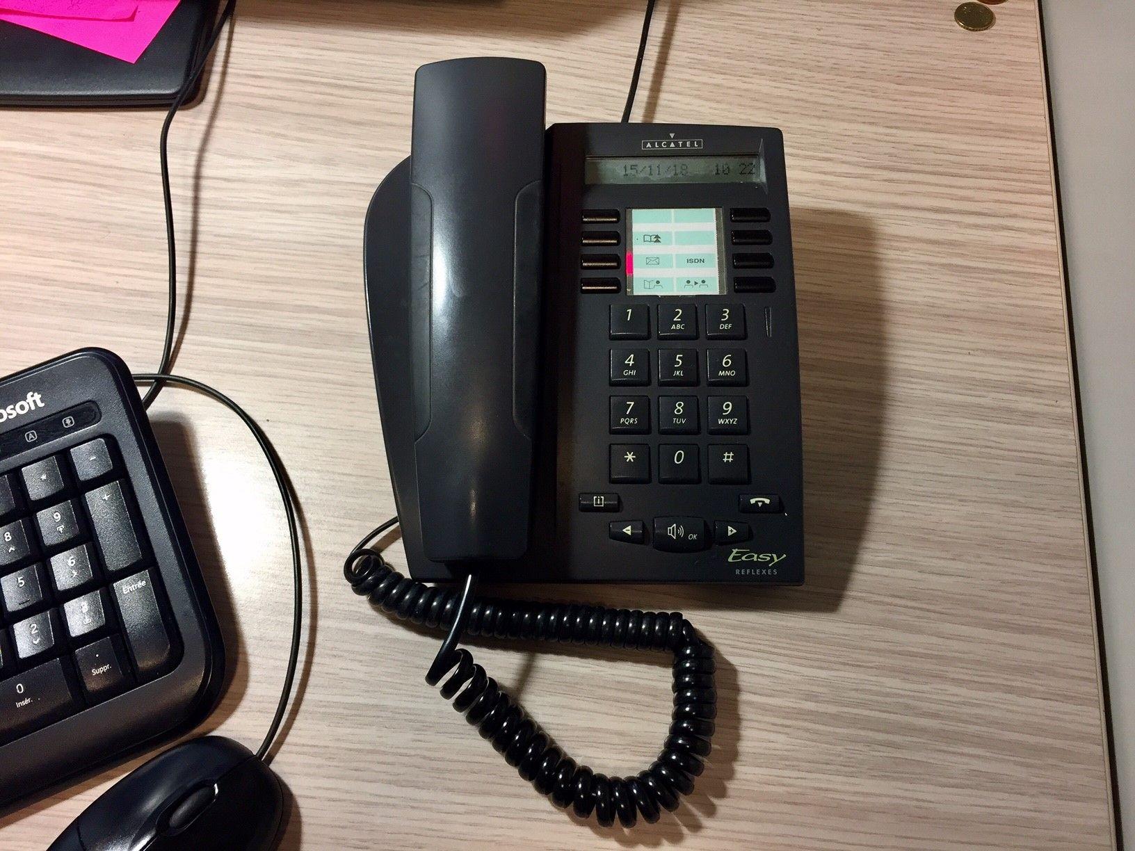 Brancher le vieux téléphone rotatif message drôle de site de rencontre