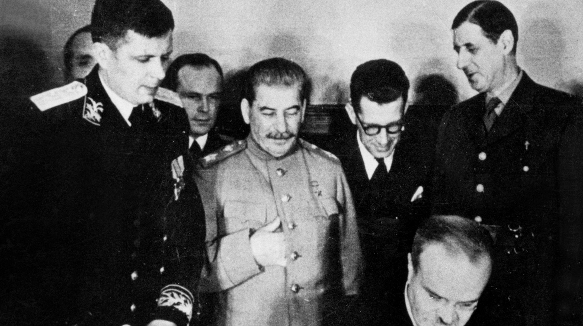 Vladimir Fédorovski: «Comment un agent soviétique a poussé Staline à  choisir de Gaulle»