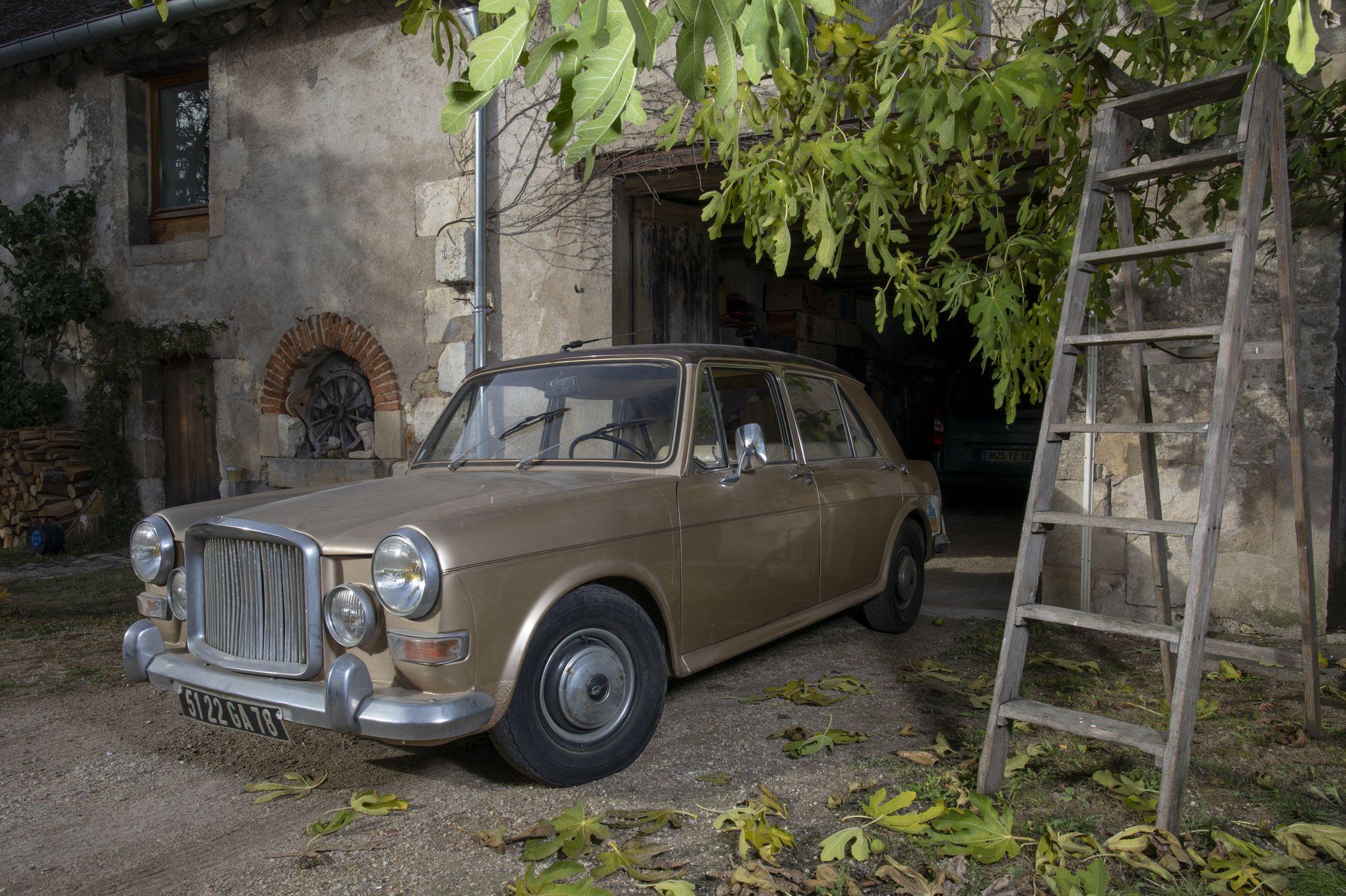 Картинки по запросу Charles Aznavour : sa voiture aux enchères