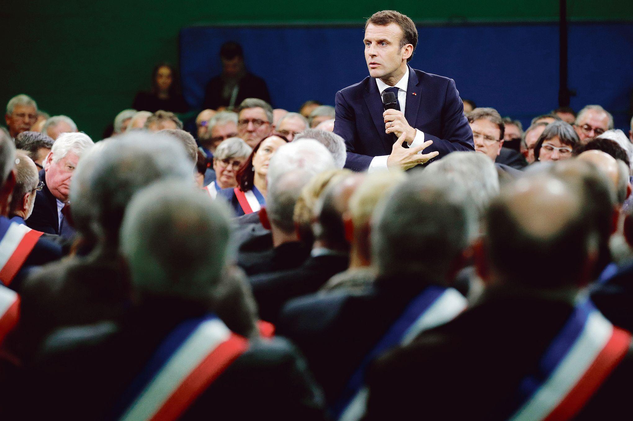 Calendrier Meeting Macron 2019.Le Debat Marathon D Emmanuel Macron Avec Les Maires