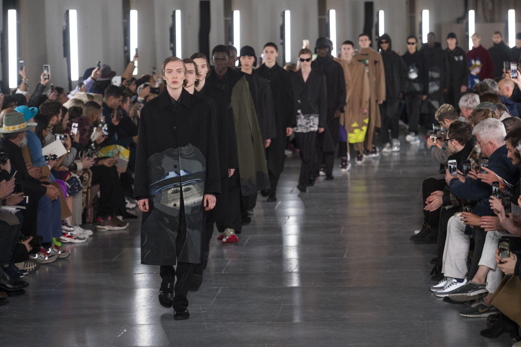 b33f8300ae5f Fashion Week de Paris   vous avez dit bizarre…