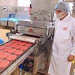 La chaîne de fabrication des steaks hachés chez la société SEB