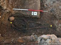 Le corps mis au jour sous un parking du centre-ville.
