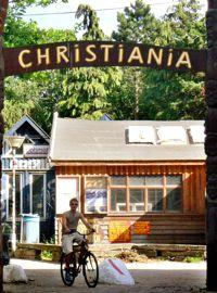 Christiania, au Danemark, est un espace alternatif aujourd'hui toléré par Copenhague.
