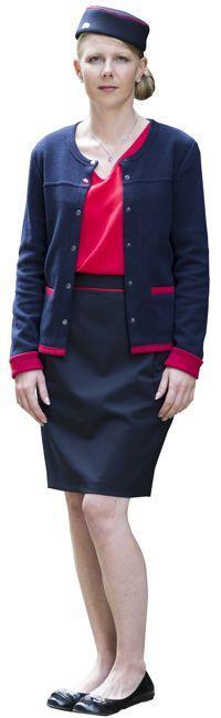 Les nouvelles tenues bleu marine avec liseré rouge. Crédit: SNCF