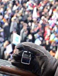 Actuellement, les autorités comptent manuellement le nombre de manifestants à l'aide d'un boîtier.
