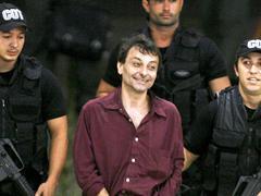 «Les romans de Cesare Battisti ne sont pas extrémistes»