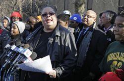 «88% des élèves affectés par les décisions de la ville sont afro-américains et c'est fait exprès», s'est emportée la présidente des syndicats de l'enseignement public, Karen Lewis.