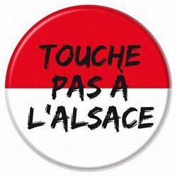 «Touche pas à l'Alsace» figure parmi les mots d'ordre du rassemblement.