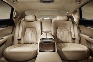 L'espace arrière très spacieux est disponible avec une banquette 3 places ou avec 2 sièges individuels en option.