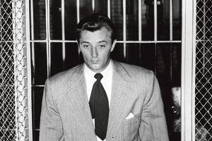 En 1949, Robert Mitchum fait deux mois de prison pour possession de marijuana.