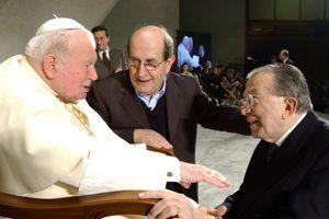 Giulio Andreotti avec le pape Jean-Paul II au Vatican, le 31 janvier 2004.