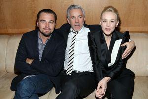 Le réalisateur Baz Luhrmann, entouré de Léonardo Di Caprio et Carey Mulligan.