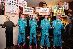 Manifestation d'étudiants à Hong Kong en juin 2010, suite à la vague de suicides chez Foxconn.