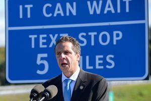 l'État de New York a entrepris d'installer sur ses autoroutes une centaine de zones dédiées à l'envoi de SMS.