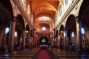 L'église Saint-François de Castro entièrement bâtie en bois local.