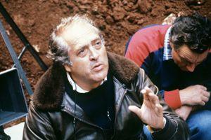 Georges Lautner sur le tournage de son film <i>Est-ce bien raisonnable?</i>, en 1980.