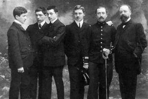 Paul Doumer (à dr.) et ses cinq fils.