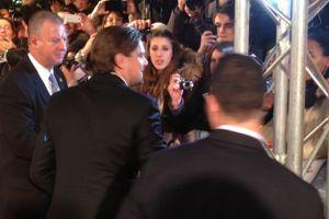 L'arrivée de Leonardo Di Caprio sur le tapis rouge a déclenché l'hystérie des fans qui criaient «Leo!, Leo!»