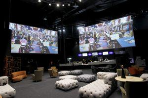 Le hall de l'Europacorp Cinémas