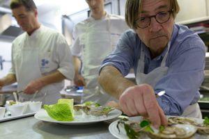 Olivier Roellinger au restaurant Le Coquillage, à Saint-Méloir-des-Ondes.