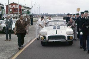 En 1960, Briggs Cunningham a engagé trois Corvette.