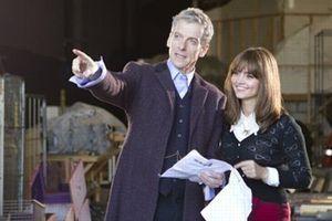 Peter Capaldi en plein tournage à Cardiff.