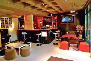 Au bar du Cap Cinéma d'Agen, le verre de rosé Nuage des côtes de Buzet est un best-seller.
