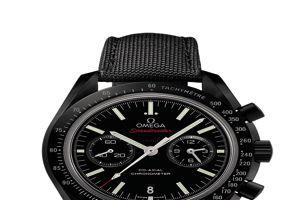Speedmaster Moonwatch, mouvement automatique co-axial, céramique noire, 8950€.