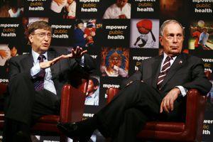 <b></b>M. Bloomberg (à droite), ici à côté de Bill Gates. <b></b>