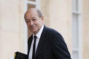 Jean-Yves Le Drian reste à la Défense.