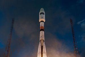 Décollage de la fusée Soyouz avec le satellite Sentinel 1-A dans sa coiffe.