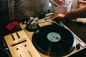 Séance de mix à l'Epicerie musicale, Xe.