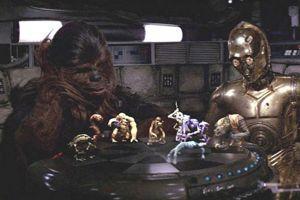 Chewbacca et C-3PO jouent au Dejarik à bord du Faucon Millenium.