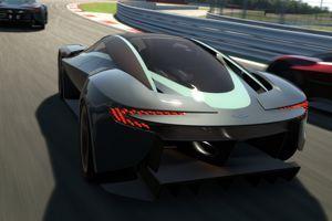 La poupe évoque la Jaguar C-X75.