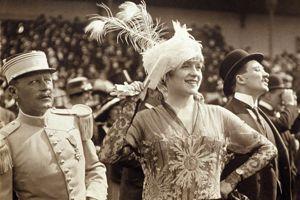 Elégante à Longchamp avnt la réquisition en 1914.
