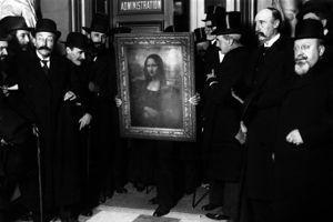 En 1914, la Joconde est de retour au Louvre après une tournée triomphale en Italie.