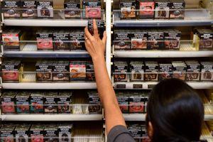 Le paquet de cigarette neutre (ici en Australie) permettra de retirer aux industriels l'arme du packaging.