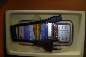 Faux téléphone dans lequel est logé une sorte de taser. Crédits photo: douanes françaises.
