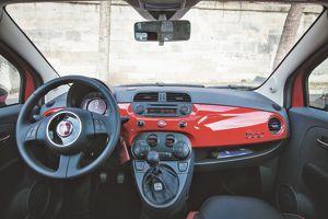 Intérieur de la Fiat 500.