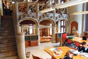 Des voûtes duXVesiècle accueillent lesétudiants delabibliothèque Forney (IVe).