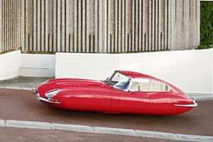 La Jaguar Type E réinterprétée par l'artiste.