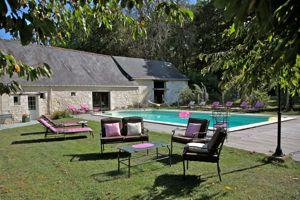 Vernantes: La Maison aux volets bleus proposée par Gîtes de France.