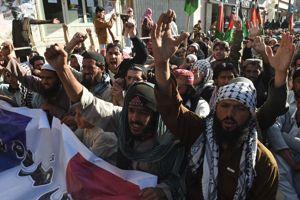 Les manifestants pakistanais protestent dimanche 18 janvier à Quetta contre la publication d'une caricature de Mahomet en une de Charlie Hebdo.