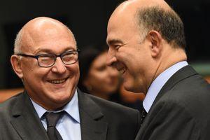Le ministre des Finances Michel Sapinet le commissaire européen Pierre Moscovici à Bruxelles en novembre 2014.