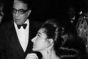Maria Callas et Aristote Onassis au Lido à Paris en 1966.